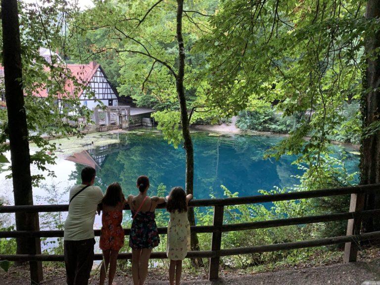 """Blaubeuren – Der Blautopf """"mythisch und geheimnisvoll"""""""