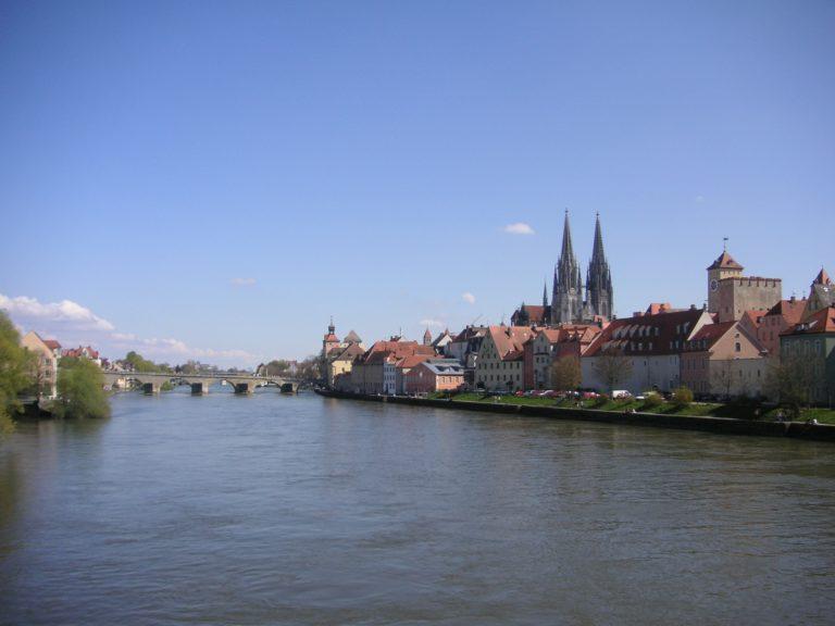 Regensburg – Das Wahrzeichen ist die Steinerne Brücke