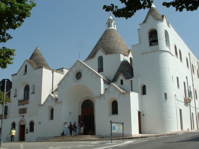 Read more about the article Alberobello in Apulien – Trulli´s die kegelförmigen Hirtenhäusern